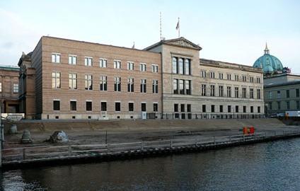 Eingang neues museum berlin