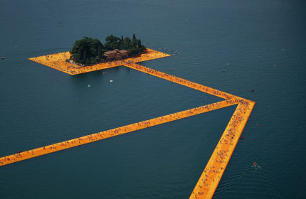 """""""The Floating Piers"""" by Christo transforms Lake Iseo into an artwork"""