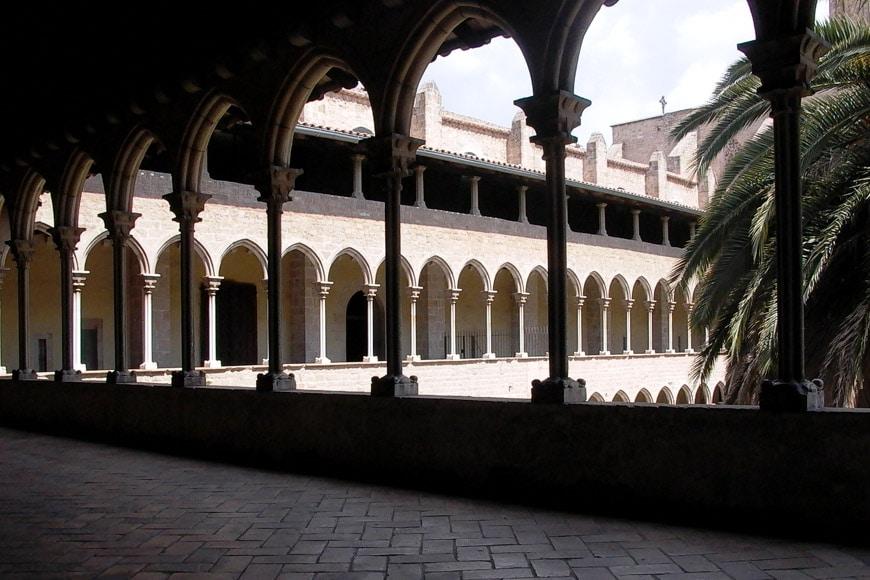Monestir-Pedralbes-Barcelona-exterior-cloister-02-Inexhibit-2006