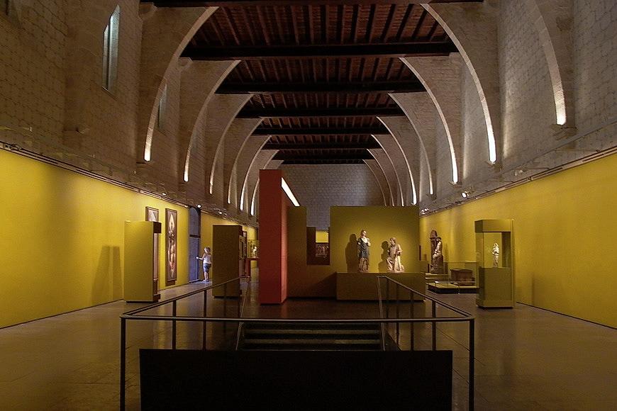 Monestir-Pedralbes-Barcelona-interior-2-Inexhibit-2006