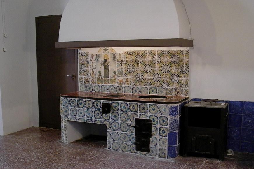 Monestir-Pedralbes-Barcelona-interior-4-Inexhibit-2006