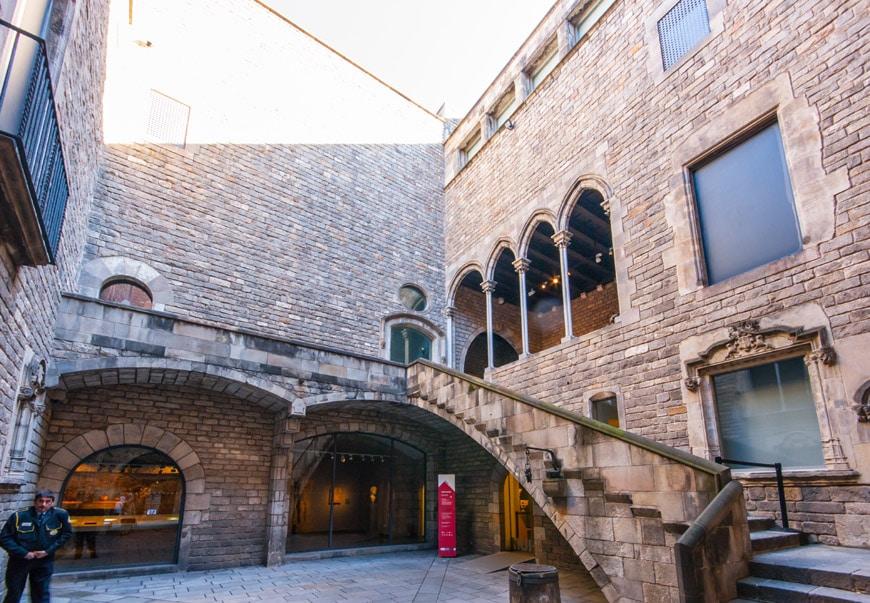 MUHBA-Plaça-del-Rei-Museum-History-Barcelona-Gothic-Quarter-Inexhibit-2