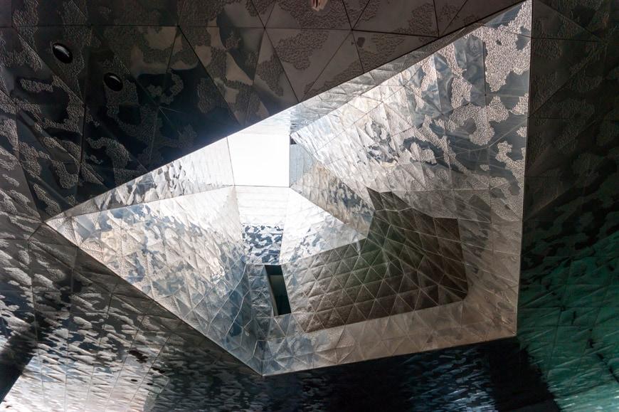 Museu-Blau-Natural-History-Museum-Barcelona-Herzog-de-Meuron-interior-Inexhibit-03