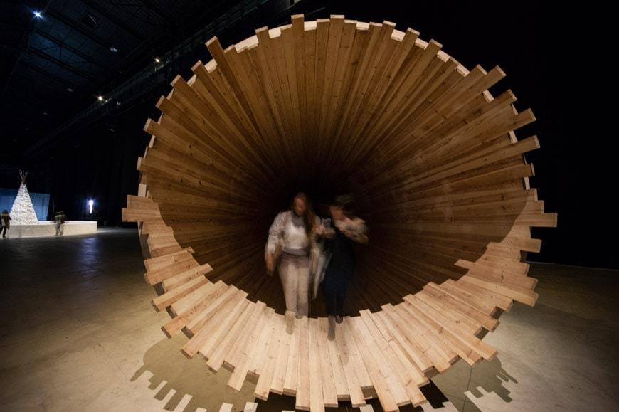Cildo Meireles Entrevendo installation