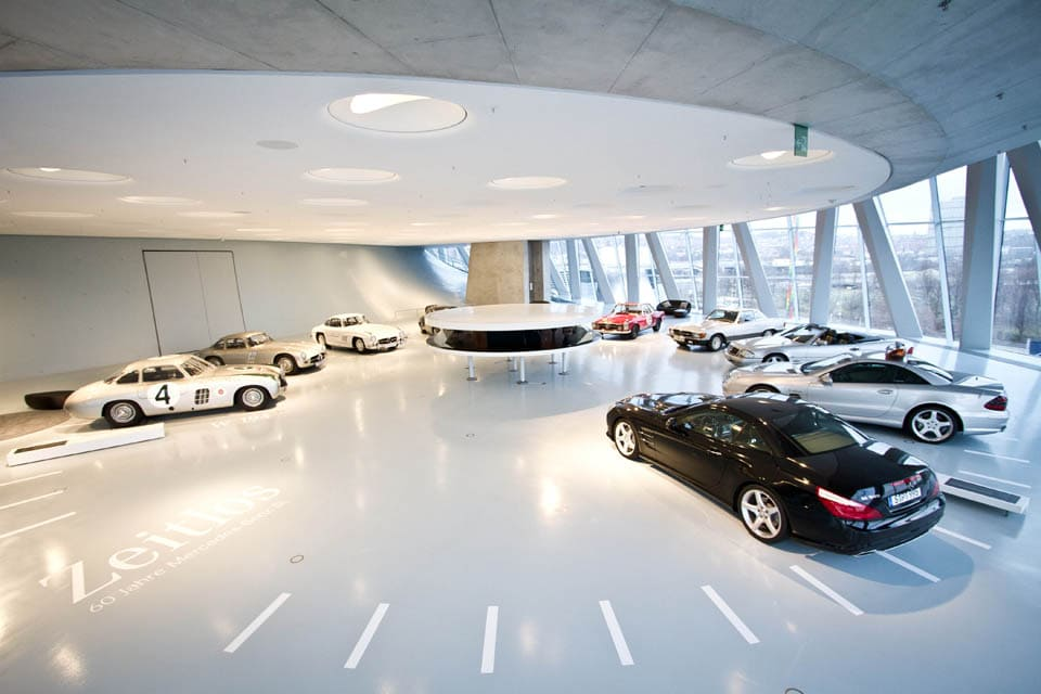 Mercedes-Benz-museum-Stuttgard-interior-view-01