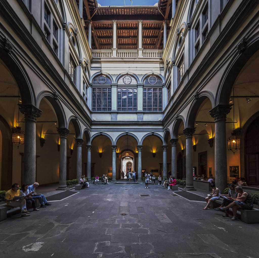 palazzo-strozzi-florence-cortile