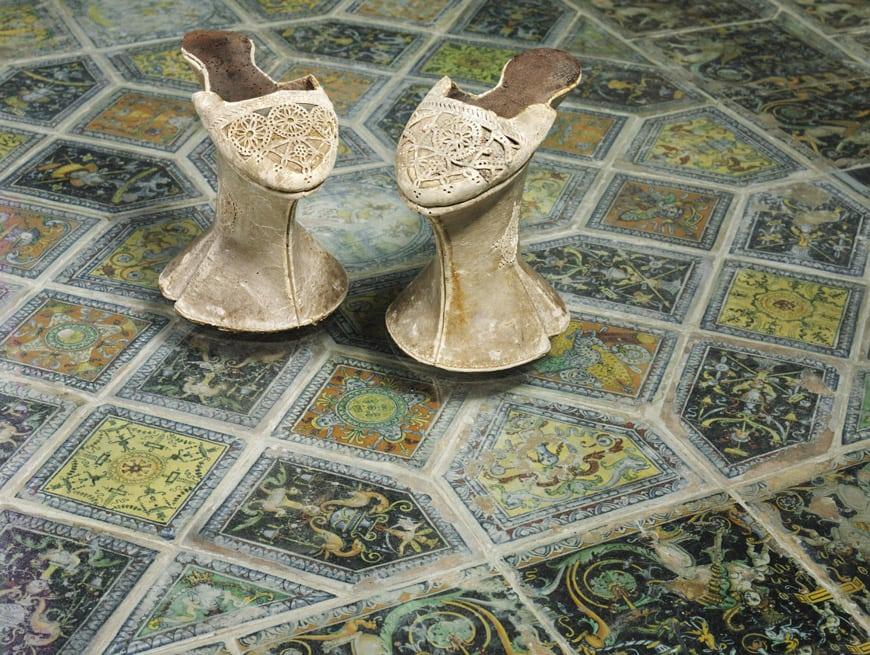 Victoria & Albert, shoes, pleausure-pain-Venice-1600