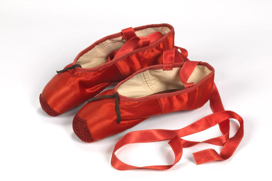 Victoria & Albert-shoes-pleasure-pain-ballet-1929