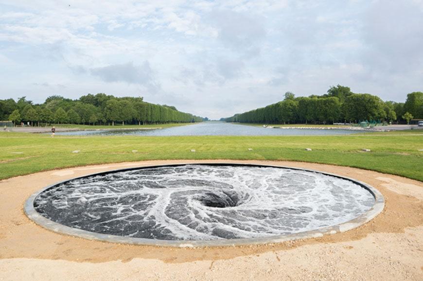 Anish Kapoor Versailles exhibition descension