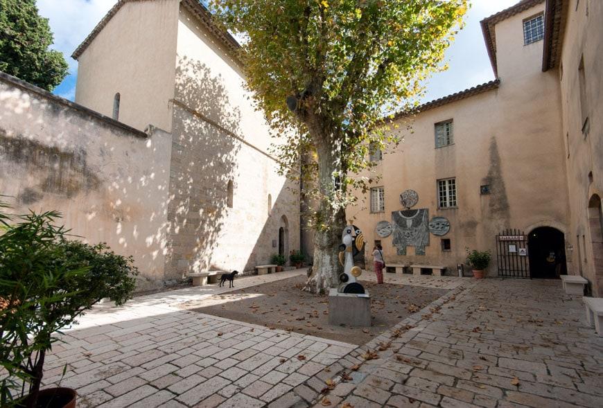 Chateau-Vallauris-museum-Inexhibit-03.