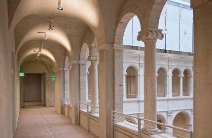 Harvard Art Museums interior view atrium 02