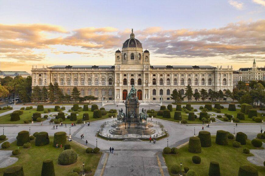 Kunsthistorisches Museum Vienna exterior large