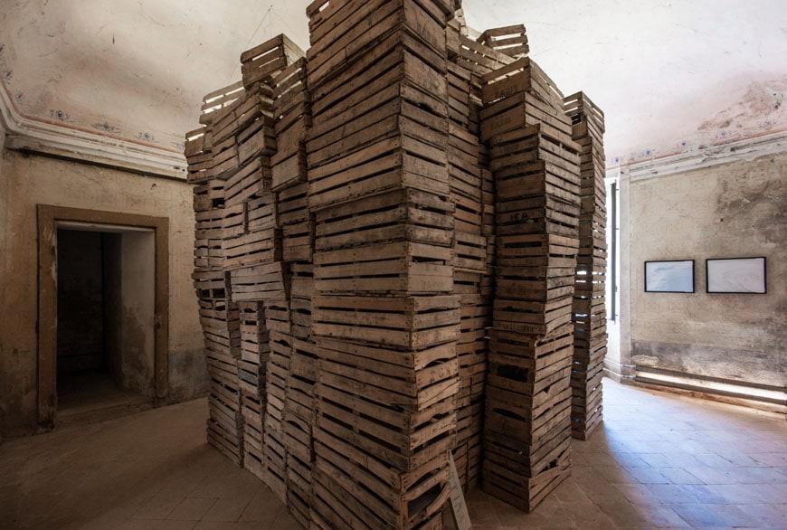 Museo-Merda-crates-installation-03-inexhibit