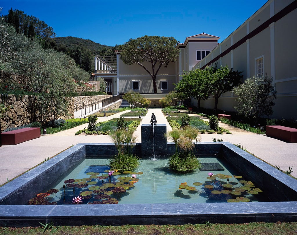 Getty villa museum of ancient art los angeles for Gardens and villa