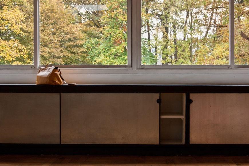 Villa-Savoye-Le-Corbusier-interior-01-Inexhibit