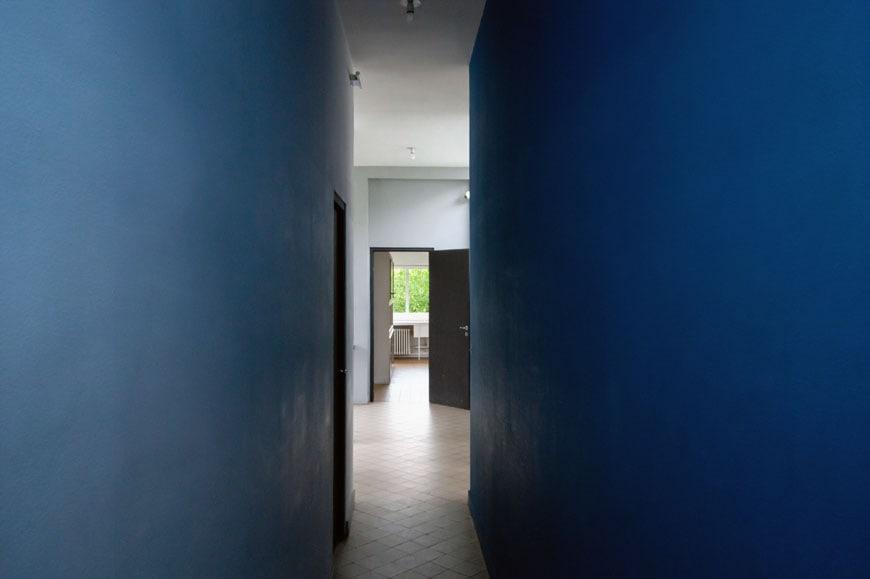 Villa-Savoye-Le-Corbusier-interior-02-Inexhibit