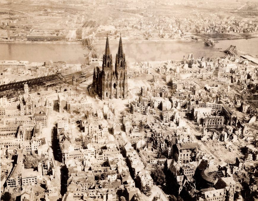 cologne-cathedral-after-bombing-1944-2