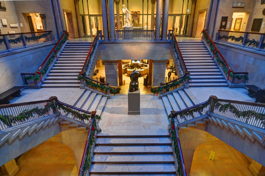 grand-staircase-art-institute-chicago
