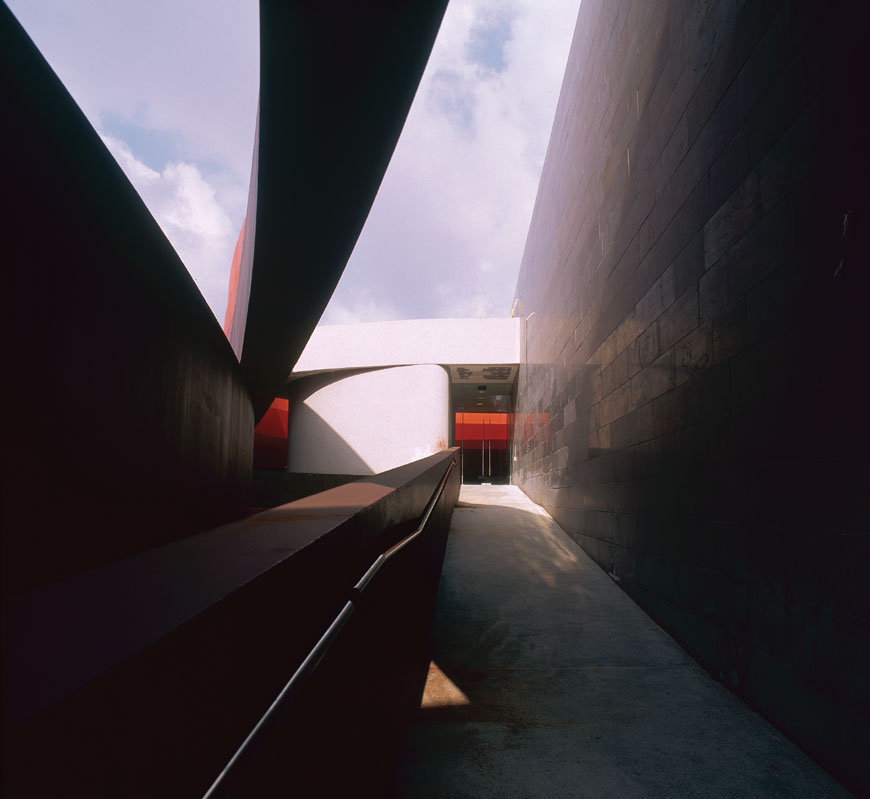 design-museum-holon-ron-arad-04