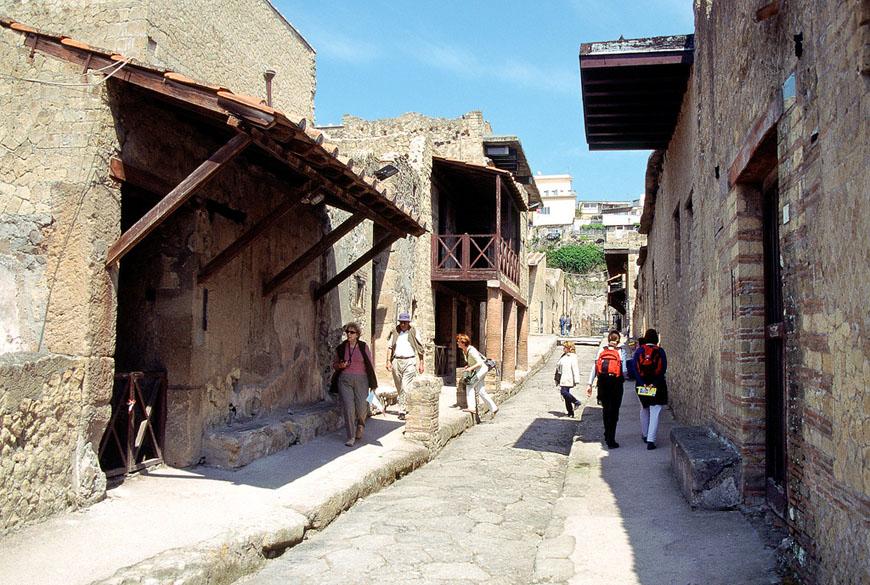 Herculaneum-archaeological-site-Scavi-di-Ercolano-14