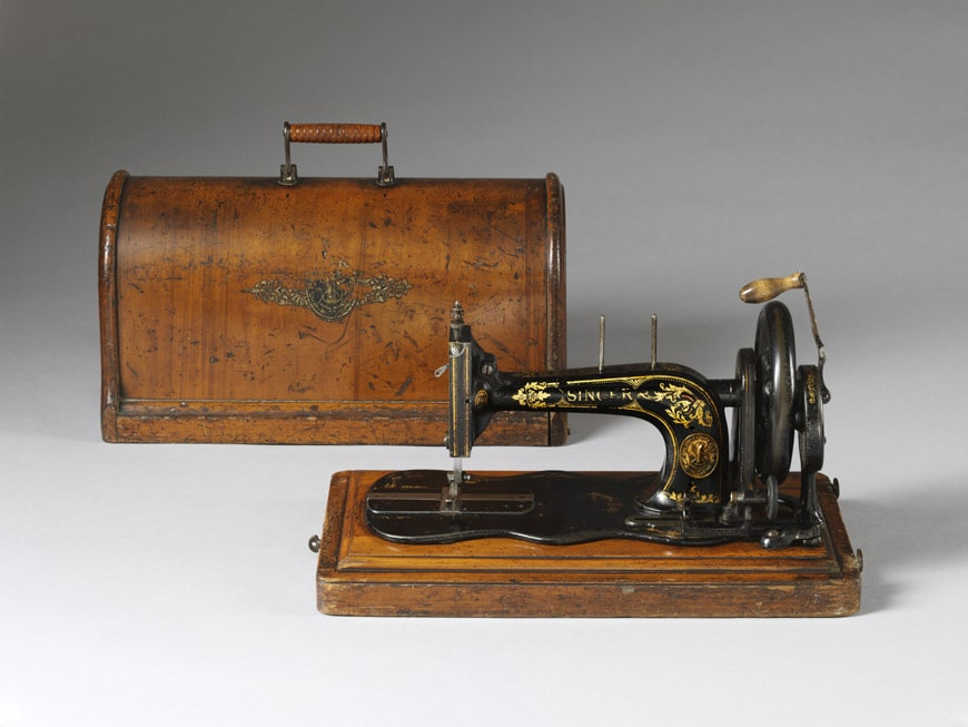 Singer-Sewing-machine-plywood-box-1888-Victoria-and-Albert-Museum-London