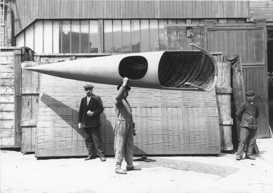 Workman-carrying-a-complete-Deperdussin-monocoque-fuselage-1912-Victoria-and-Albert-museum