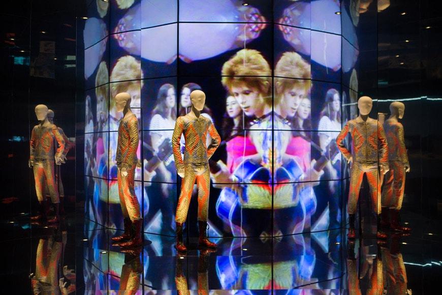 museu-disseny-barcelona-david-bowie-exhibition-installation-view