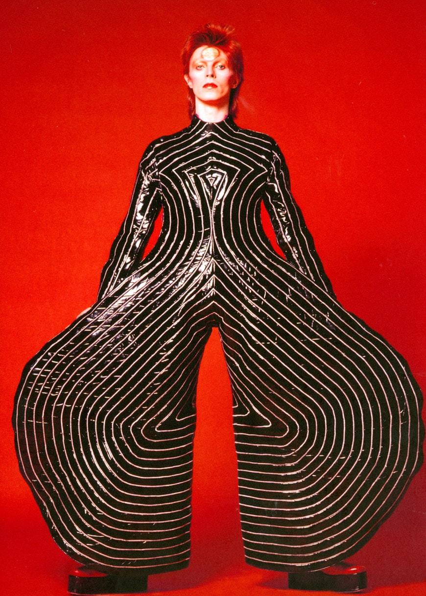 museu-disseny-barcelona-david-bowie-stripes-body-suite