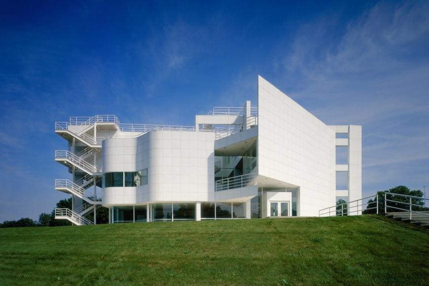 Richard meier white buildings make you more aware of the for Richard meier architetto