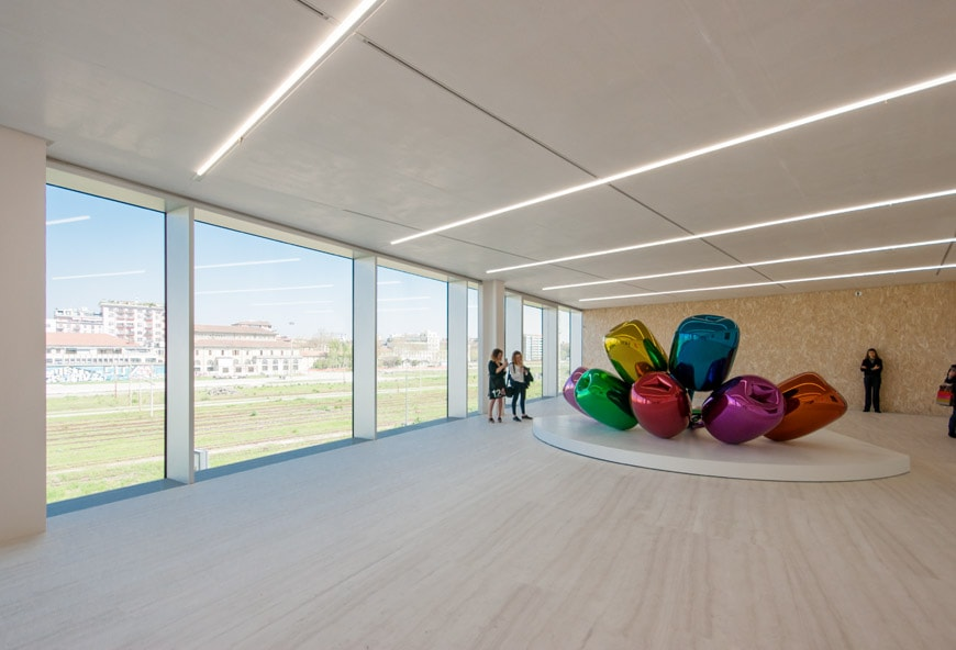 Jeff-Koons-Tulips-Fondazione-Prada-Milan-Rem-Koolhaas-Inexhibit