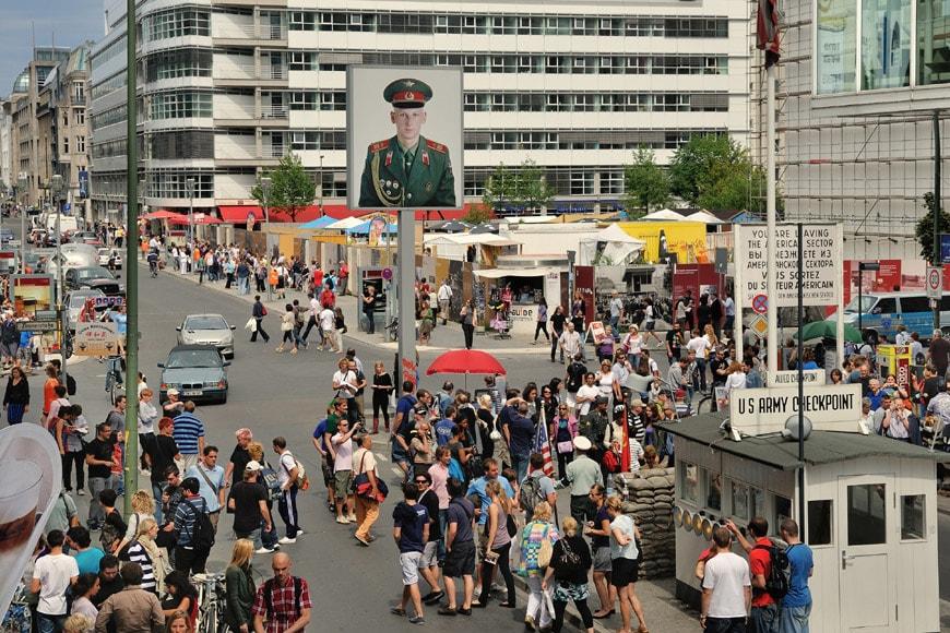 Checkpoint-Charlie-Berlin-German-Pavilion-2018-Venice-Biennale-Architecture-3