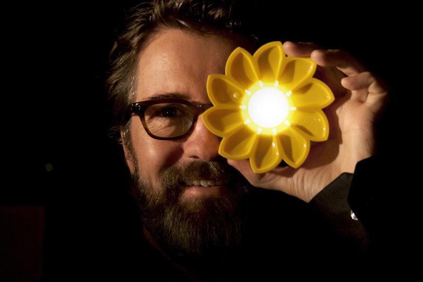 Olafur Eliasson Little Sun sustainable photovoltaic portable lamp 1