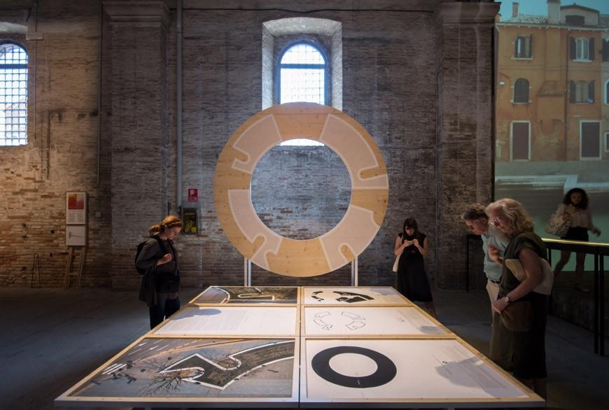 Inês Lobo Arquitectos 100 people bench installation Arsenale 2018 Venice Architecture Biennale Inexhibit