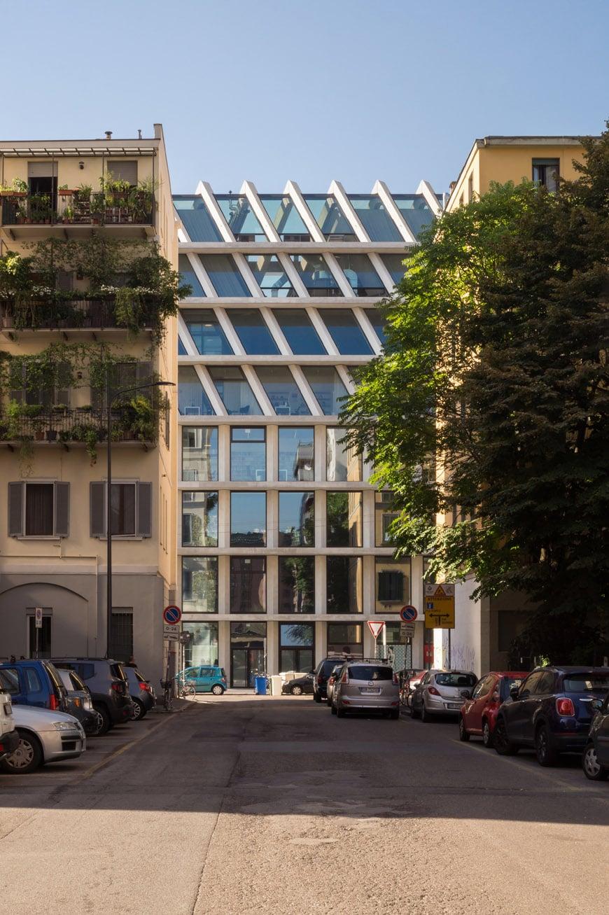 Feltrinelli Porta Volta Milan Herzog & de Meuron exterior 01 Inexhibit