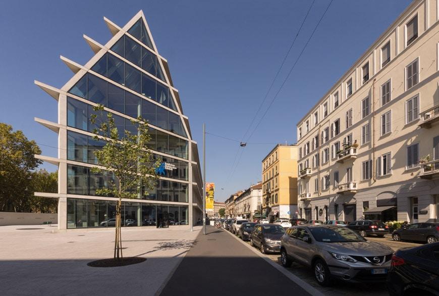 Feltrinelli Porta Volta Milan Herzog & de Meuron exterior 08 Inexhibit