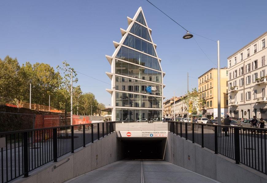 Feltrinelli Porta Volta Milan Herzog & de Meuron exterior 09 Inexhibit