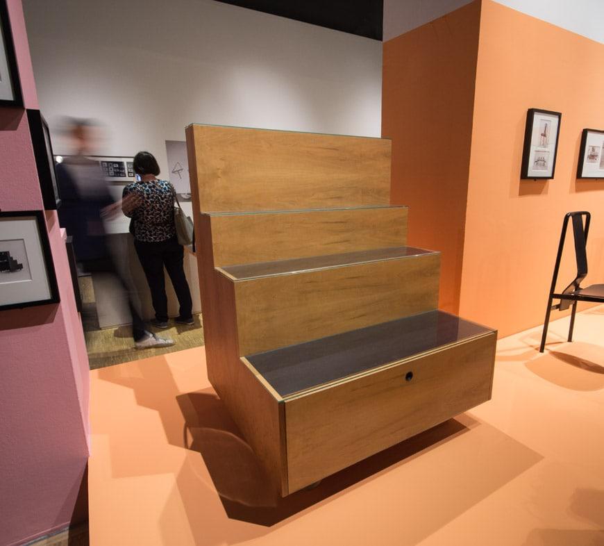 Triennale-a-Castiglioni-uscita-mostra-piano-terra-mobile-scaletta-inexhibit