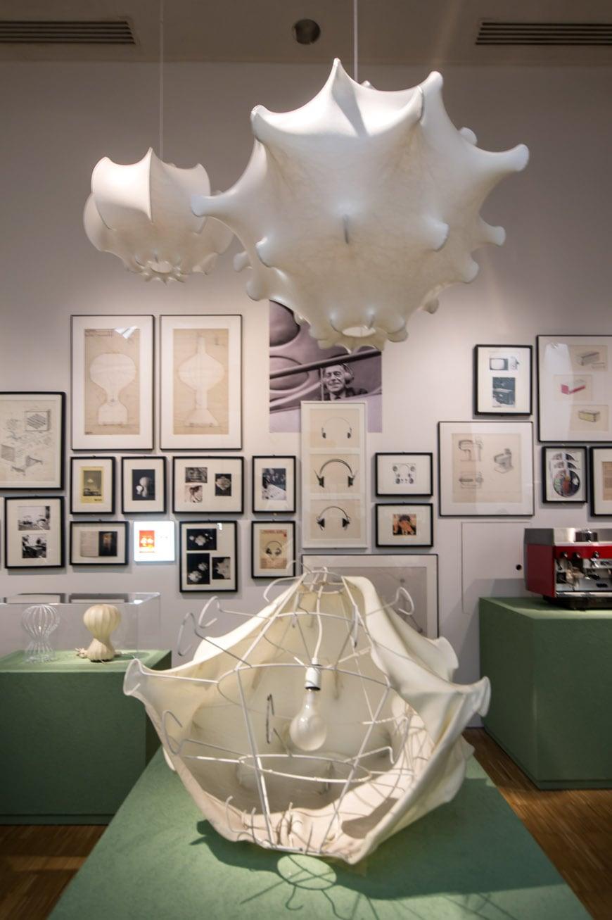 Triennale-a-Castiglioni-mostra-piano-primo-lampada-cocoon-inexhibit