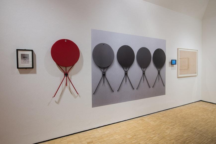 Triennale-a-Castiglioni-uscita-mostra-piano-terra-tavolino-cumano-inexhibit