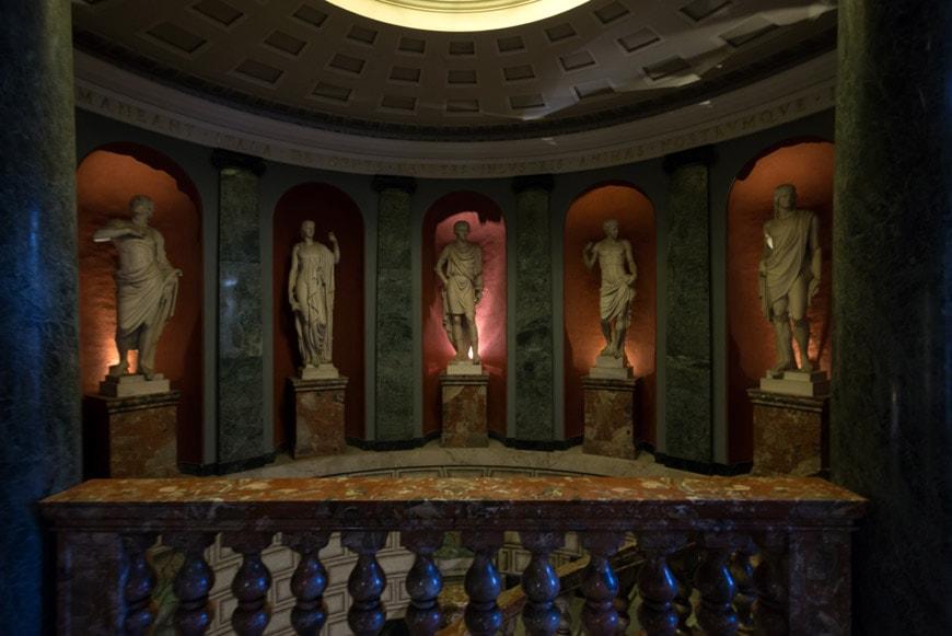 Biblioteca Ambrosiana museum Milan 08