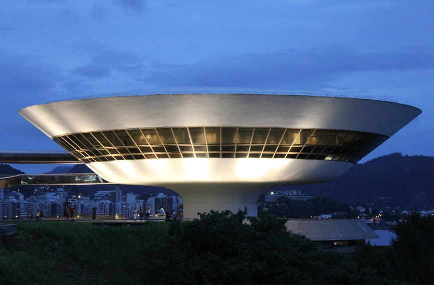Museu de Arte Contemporanea de Niteroi Oscar Niemeyer night