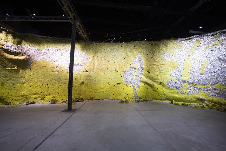 El-Anatsui-Earth-Skin-Pavilion-of-Ghana-photo-Iacolpo-Rondinella