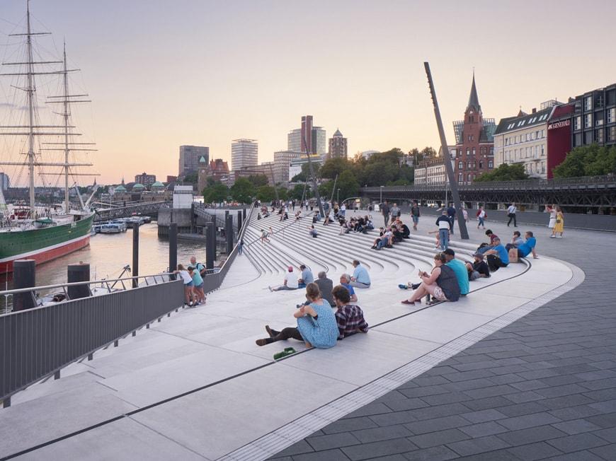 ZHA-Hamburg-River-Promenade-2-PietNiemann
