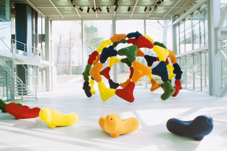 06-Vitra-Design-Museum--After-the-Wall-Marc-Newson-Bucky-installation