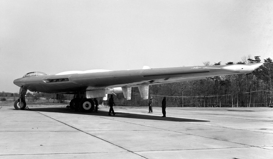 Northrop-YB-49-Flying-Wing-airplane-3