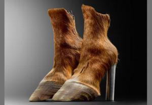 MAD-musee-de-arts-decoratifs-Paris-shoes-scarpe-cover-00