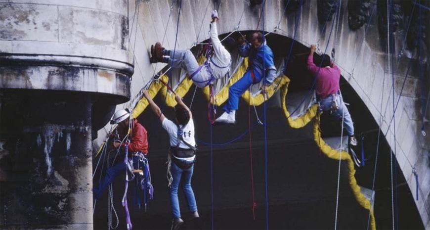 Centre-Pompidou-Paris-Christo-Pont-Neuf-1985-climbers