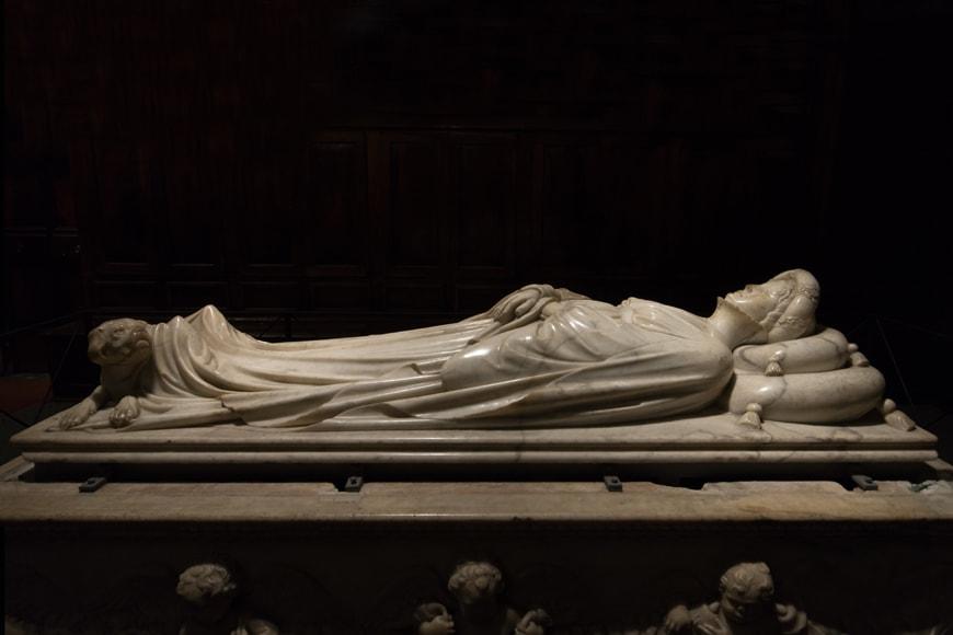 Jacopo della Quercia-Tomb-of-Ilaria-del-Carretto-Lucca-Tuscany-Italy-photo-inexhibit