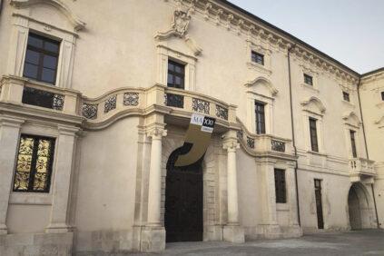 MAXXI-L'AQUILA-Palazzo-Ardinghelli-Restaurato-FACCIATA-image-via-wikipedia